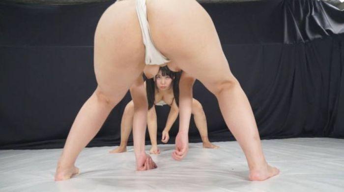 【超マニアック】女にふんどし一丁でガチンコ相撲やらせた結果wwwwwwwwwww・15枚目