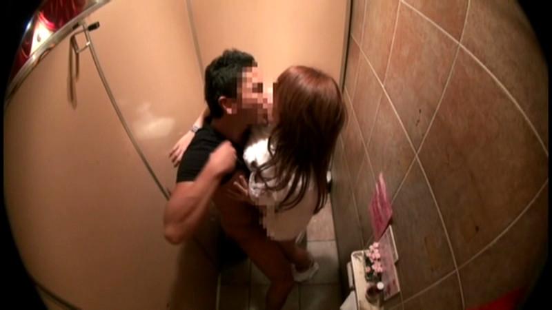 公衆便所でSEXするバカップルを隠し撮りされネットに晒される・・・(※GIFあり)・20枚目