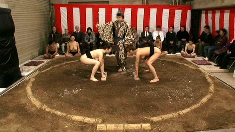 【超マニアック】女にふんどし一丁でガチンコ相撲やらせた結果wwwwwwwwwww・21枚目