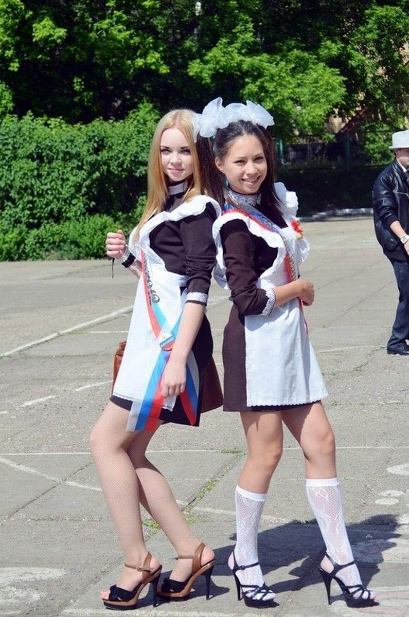 卒業式でメイド姿になるロシアの女学生がくっそエ口すぎるんだがwwwww(勃起確定)・27枚目