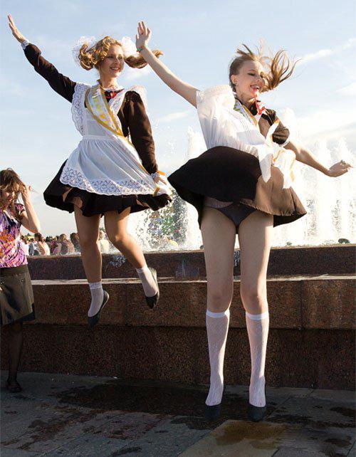 卒業式でメイド姿になるロシアの女学生がくっそエ口すぎるんだがwwwww(勃起確定)・32枚目
