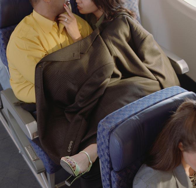 フライト中の飛行機内でセックスしてるヤツ・・・・・(画像あり)・7枚目