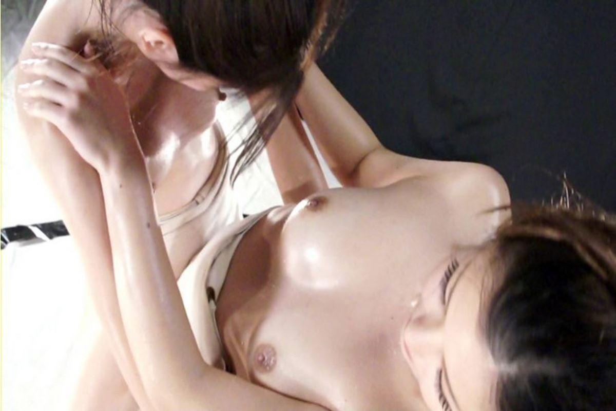 【超マニアック】女にふんどし一丁でガチンコ相撲やらせた結果wwwwwwwwwww・8枚目