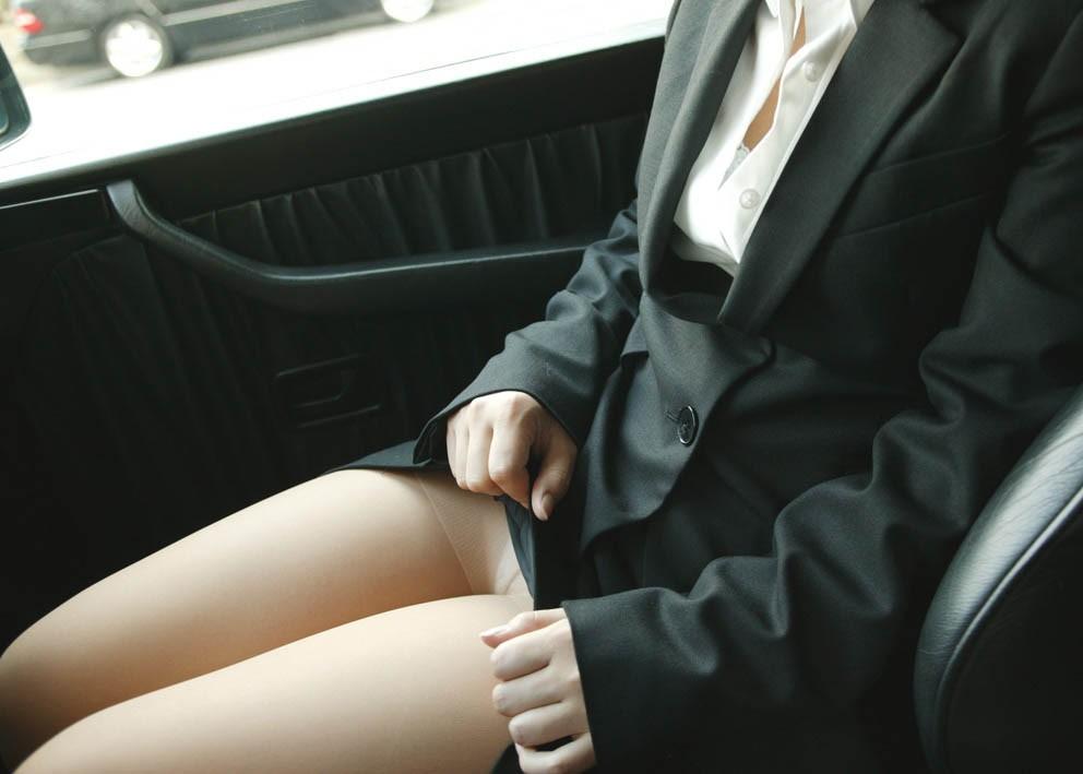 【画像あり】助手席で誘惑してくる淫乱ビッチたちwwwwwwwww・12枚目