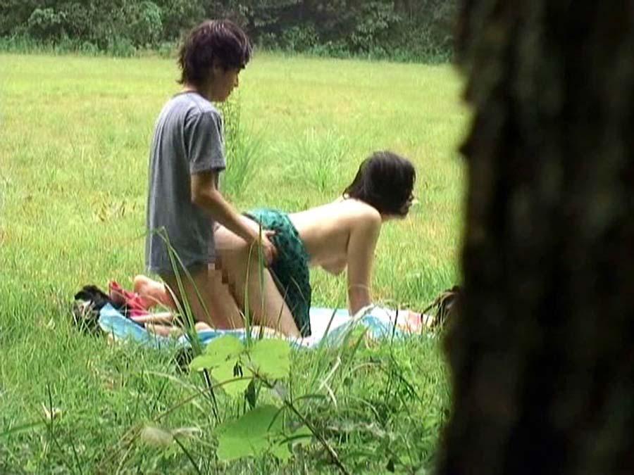 今の時期になったら現れる野外セックス現場の撮影に成功。(画像あり)・14枚目