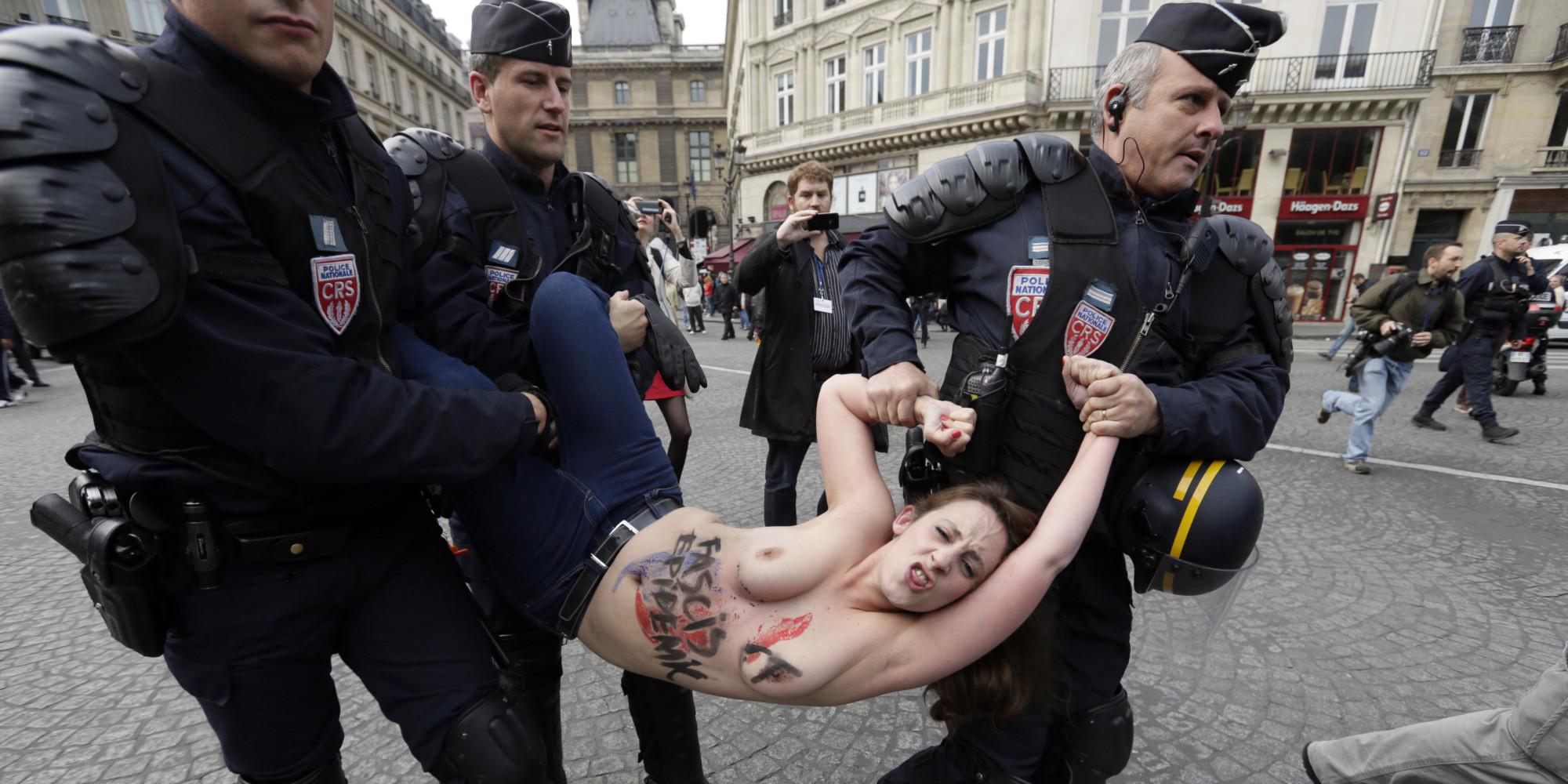 警察に現行犯逮捕されている全裸の女性がとてもシュール。(※画像あり)・14枚目