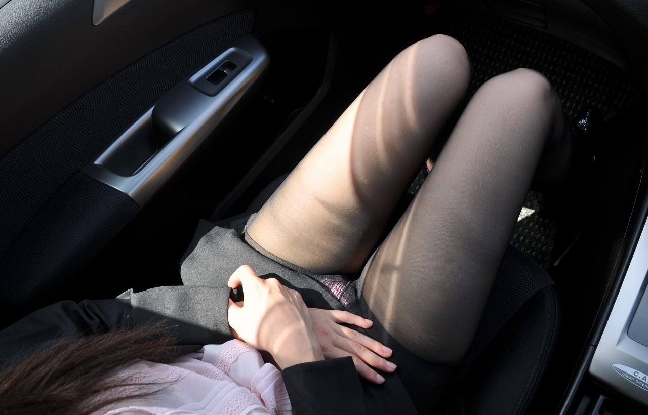 【画像あり】助手席で誘惑してくる淫乱ビッチたちwwwwwwwww・15枚目