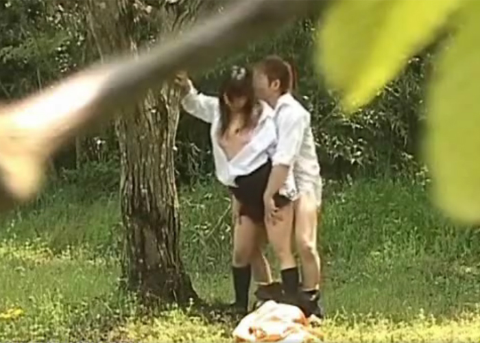 今の時期になったら現れる野外セックス現場の撮影に成功。(画像あり)・18枚目