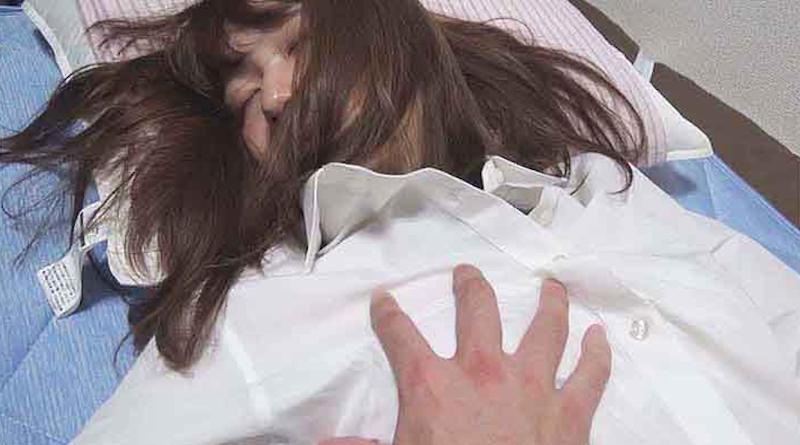寝てる彼女イタズラしたったwwwwww的なエロ画像(23枚)・2枚目