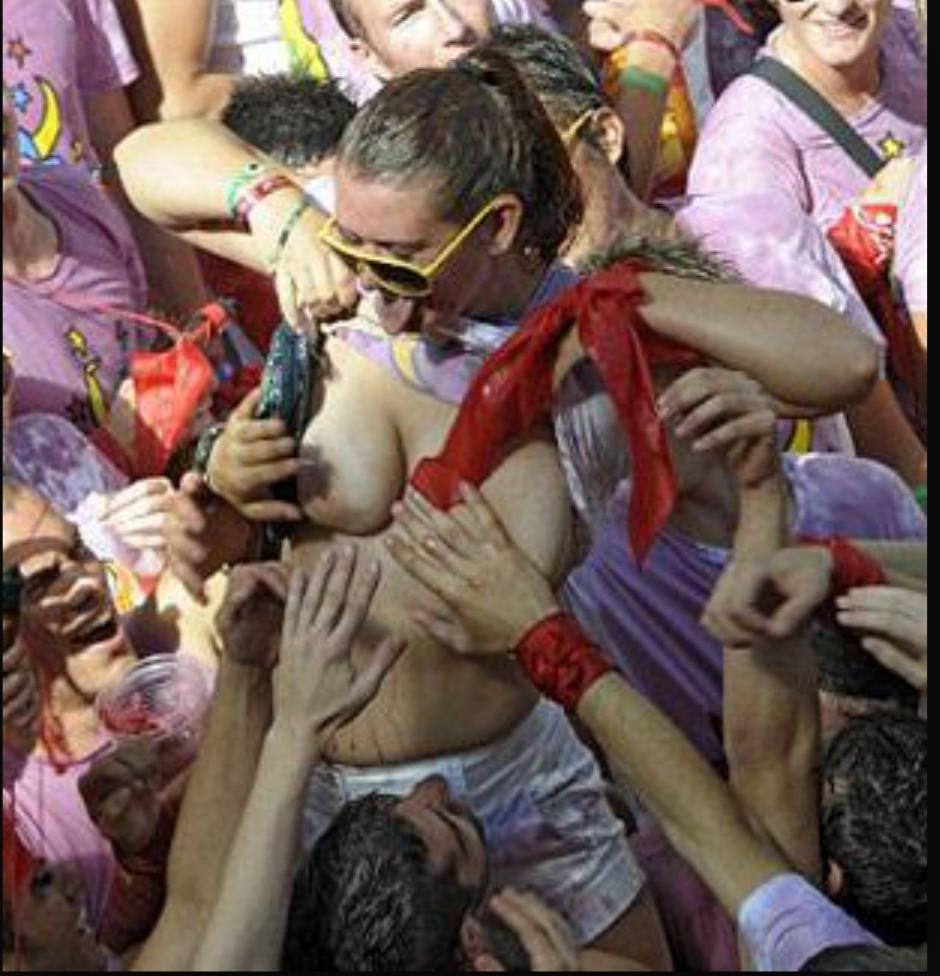 おっぱい揉み・舐め放題のスペインの神祭りwwwwwwww(画像38枚)・21枚目