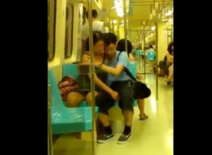 AVの影響電車内でおっぱじめるバカップルが無事撮影→拡散されるの巻。(画像あり)・21枚目