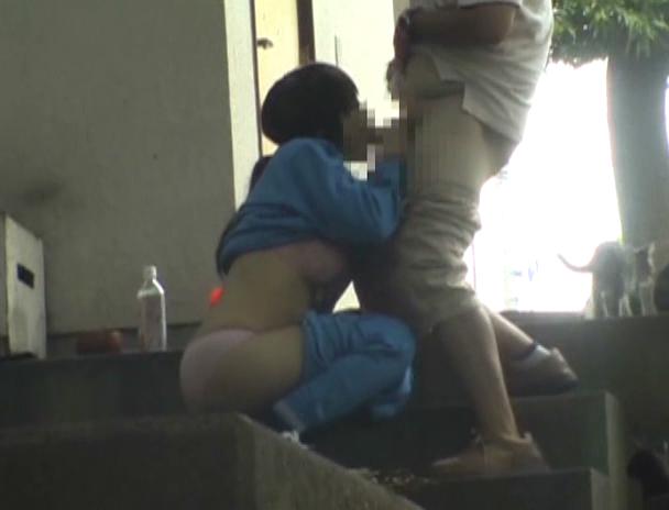 今の時期になったら現れる野外セックス現場の撮影に成功。(画像あり)・3枚目