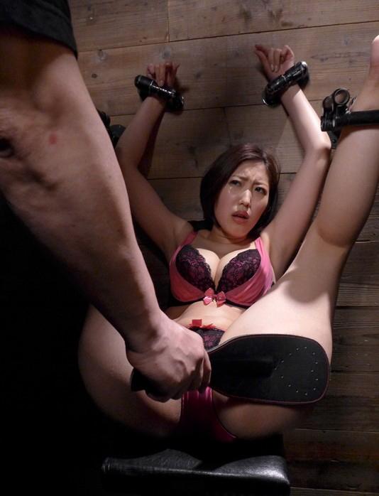 このポーズで磔されてる女の子がたまらなく好きって男が結構いるらしいwwwww(※画像あり)・3枚目