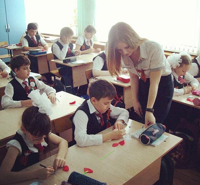 ロシアの女教師エロすぎて無事撮影されてトップを飾るwwwww(画像あり)・4枚目