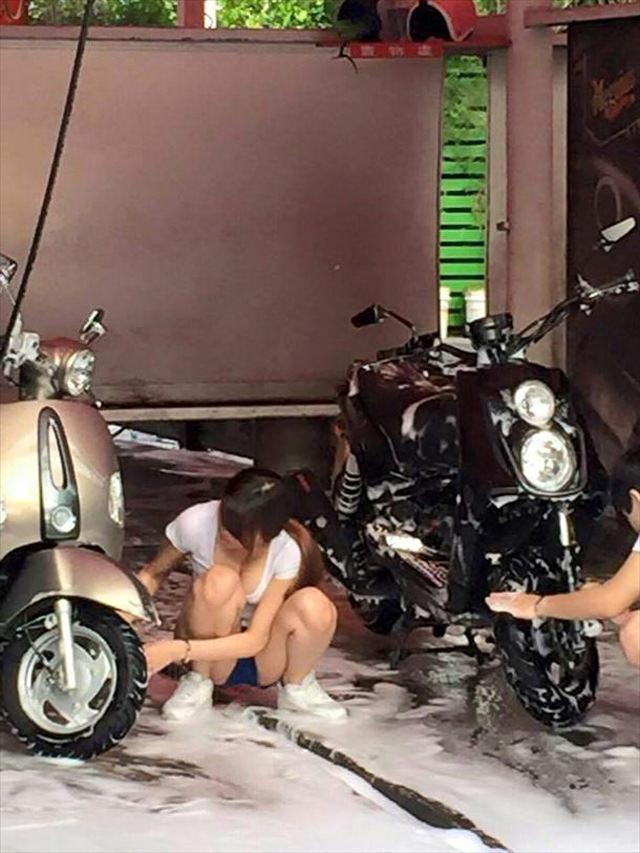 女体洗車とかいう変わったセクシーサービスが神杉wwwwwwww(画像あり)・1枚目