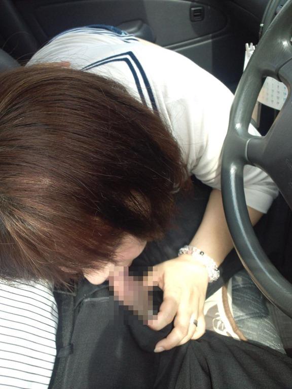 渋滞中の車内でフェラしてくるまんさん、超有能。(画像あり)・12枚目