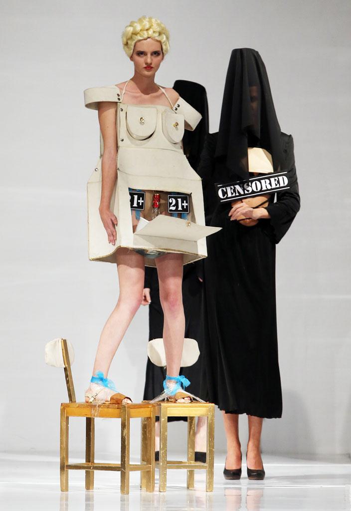 エロいんだけど思わず笑ってしまう海外のファッションショーwwwwww(画像38枚)・16枚目