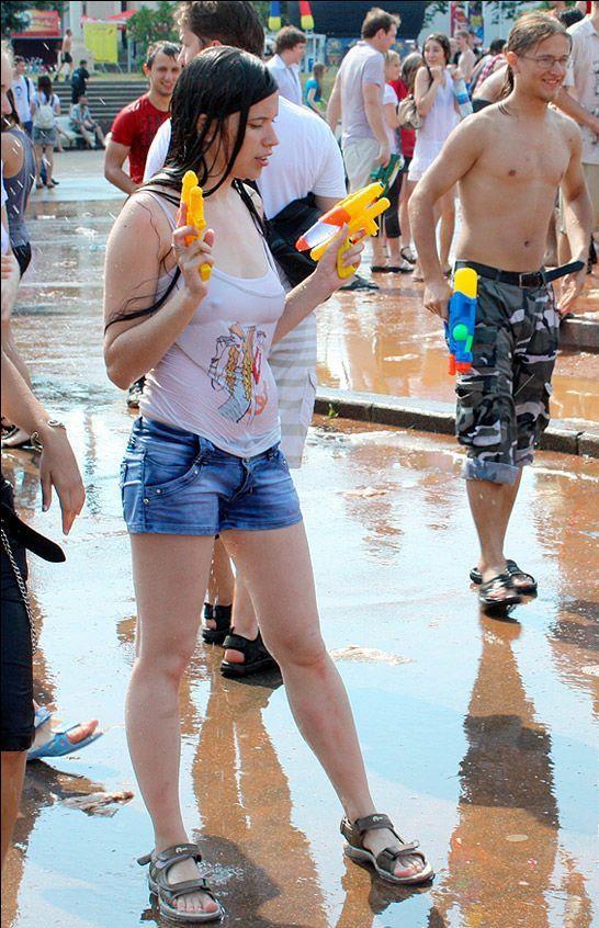 ロシアの水掛けのお祭り、確実におっぱい出てるよな?wwwwwwwww(画像あり)・23枚目