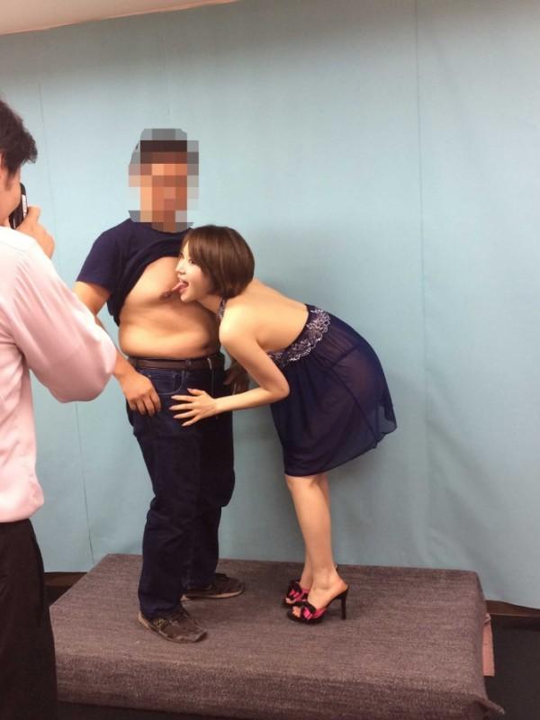 セクシー女優さん、本番できそうなほど過激なファンサービスが凄いエロ画像集。40枚・32枚目