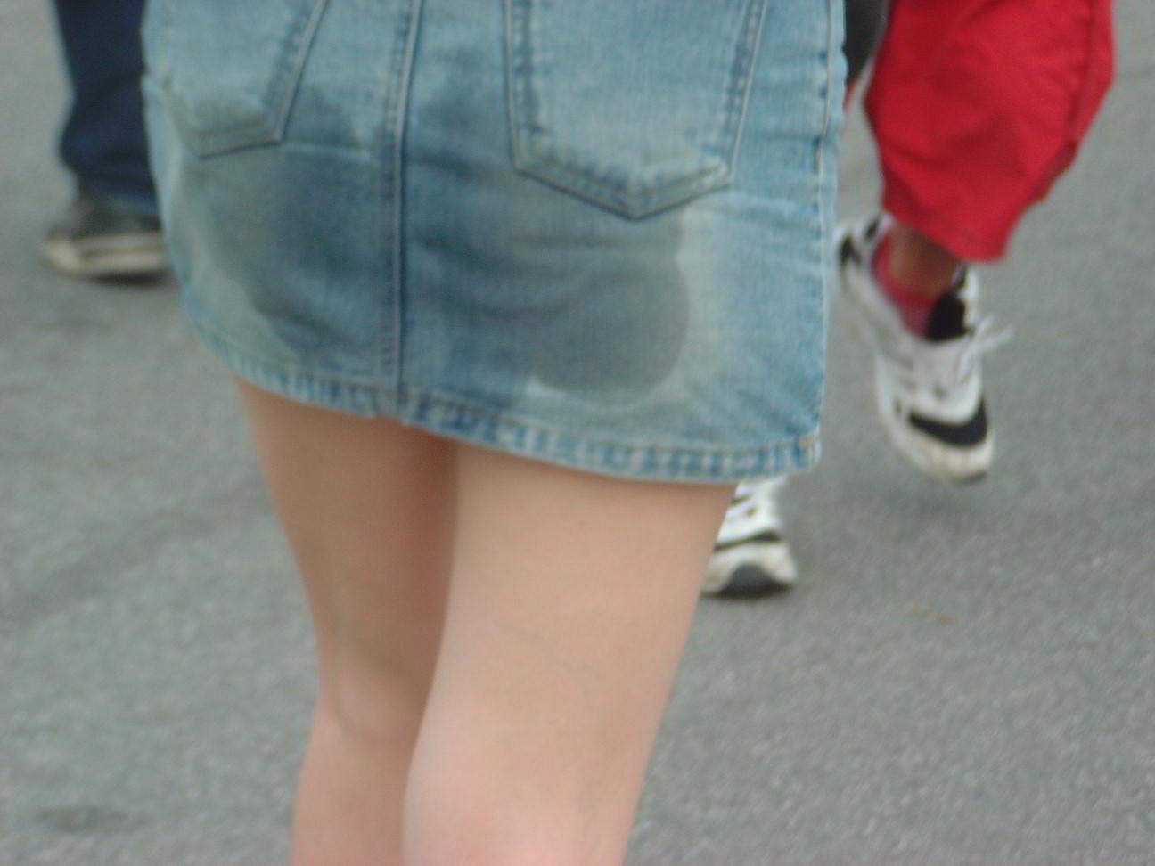 【画像あり】外でおもらししてる女の子見つけたんだがwwwwwwwww・4枚目