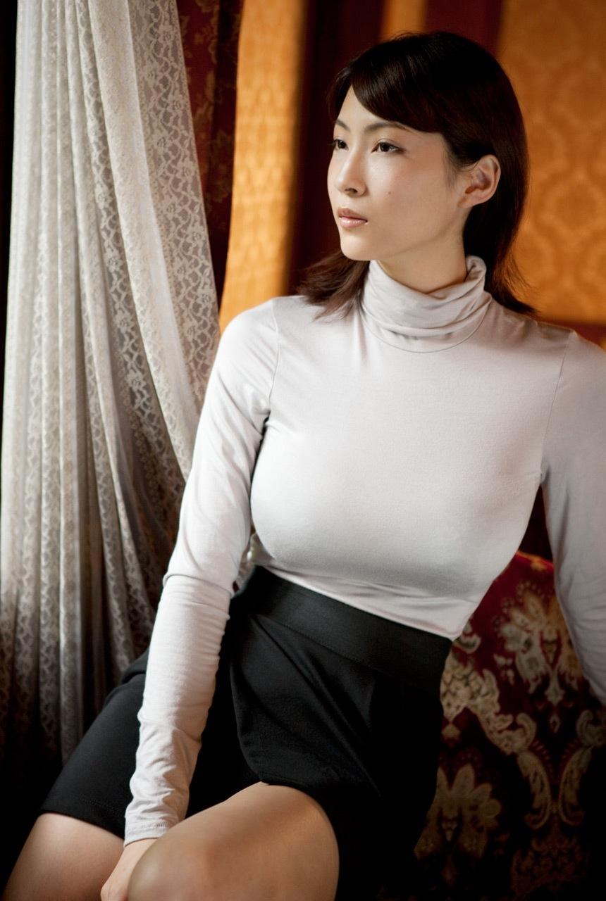 タートルネックの着衣巨乳がめちゃシコwwwwwwwwwww(画像あり)・11枚目