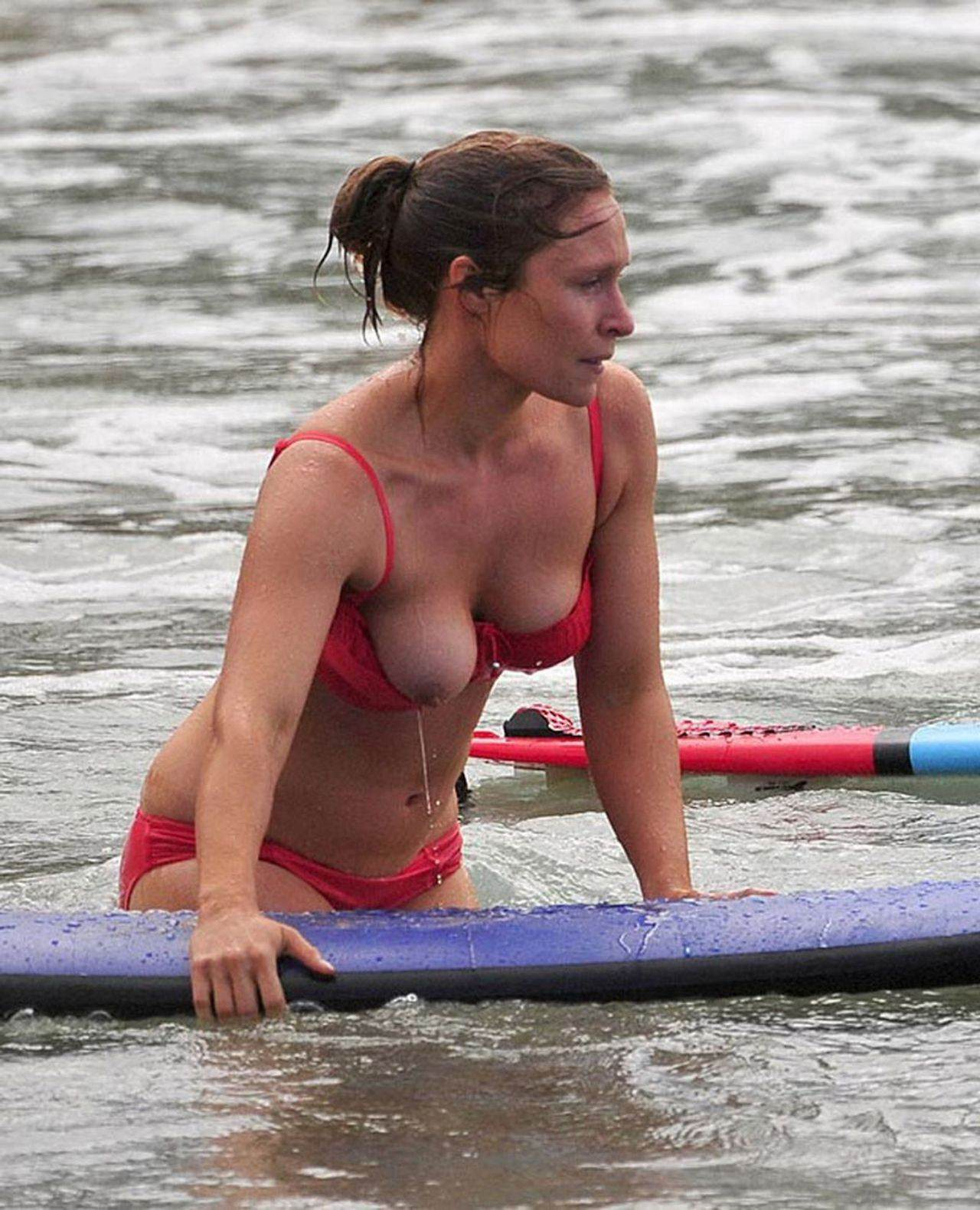 夏の海やプールでのポロリ率って異常じゃね?wwwwwwwwwwwww(画像35枚)・11枚目