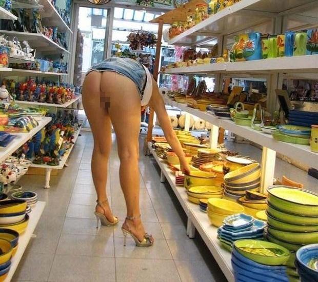 際スーパーで挑発してくるパンチラ女、、思ったよりイける。(28名)・12枚目