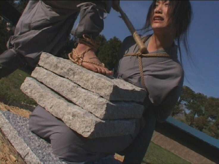 石抱き拷問とかいうとかいう拷問プレイをされた結果・・・(画像あり)・13枚目