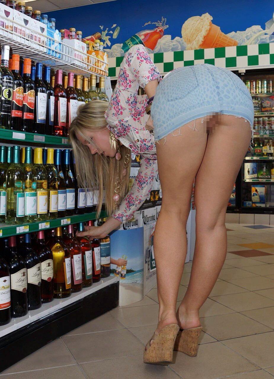 際スーパーで挑発してくるパンチラ女、、思ったよりイける。(28名)・13枚目
