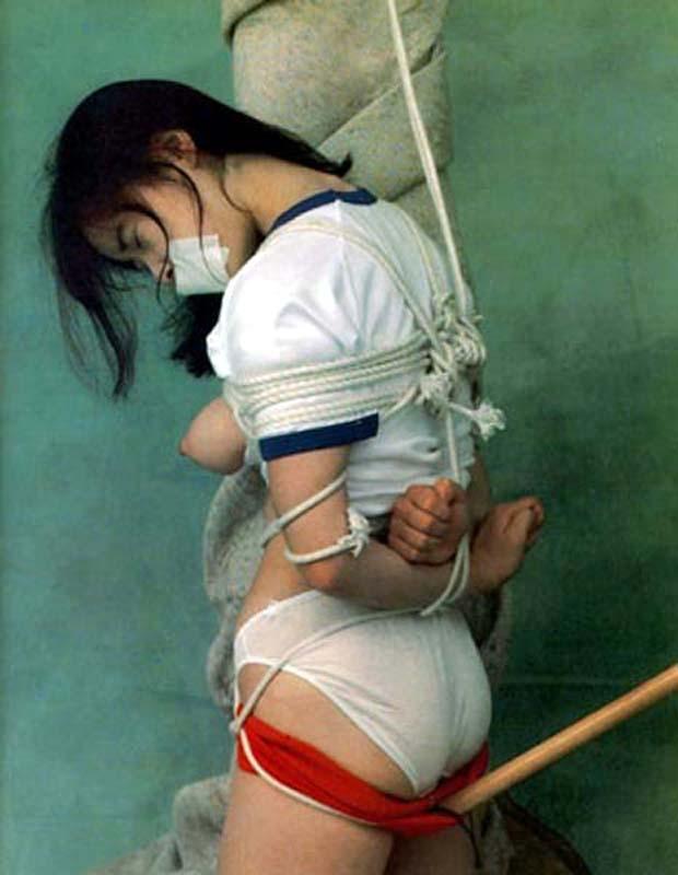 【レイポ注意】 口を封じられて拘束された女のエロさは異常wwwwww(※画像あり)・15枚目
