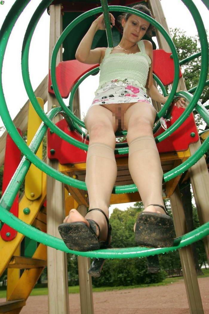 【通報不可避】真っ昼間から公園の遊具で遊ぶ・・・・・露出狂(画像24枚)・21枚目