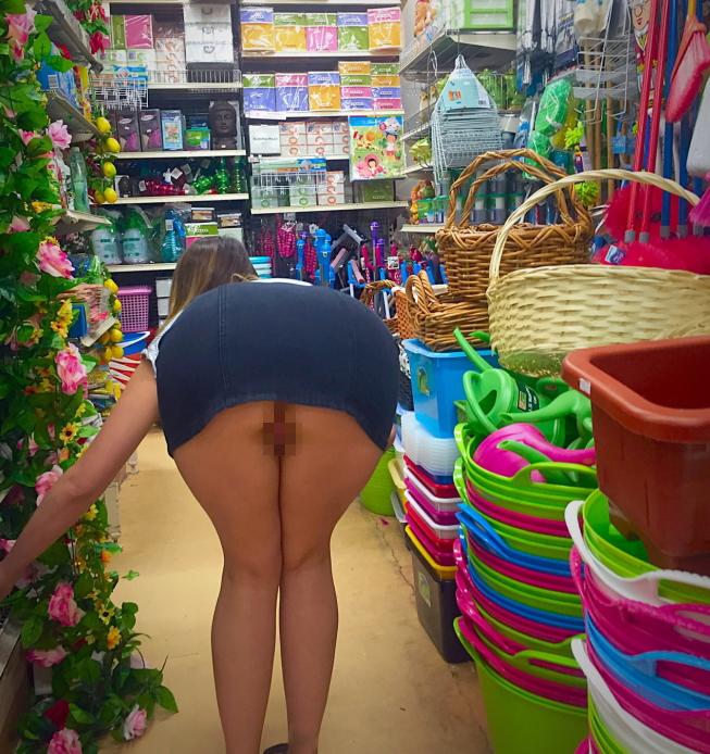 際スーパーで挑発してくるパンチラ女、、思ったよりイける。(28名)・24枚目