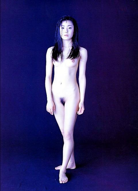 【芸能人】アナル、マンコを見せたら全て晒せるヌード写真集をご覧くださいwwwwww(80枚)・26枚目