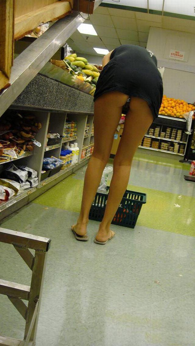 際スーパーで挑発してくるパンチラ女、、思ったよりイける。(28名)・3枚目
