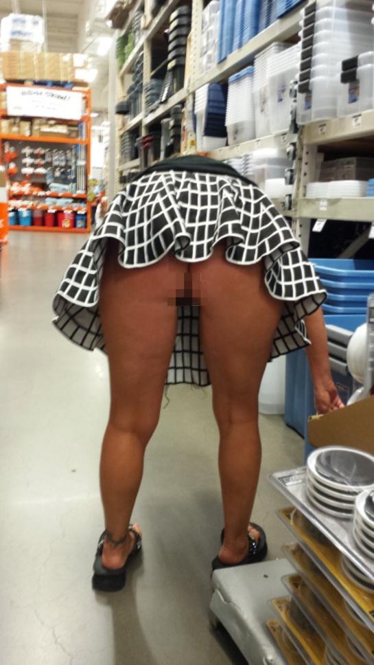 際スーパーで挑発してくるパンチラ女、、思ったよりイける。(28名)・5枚目