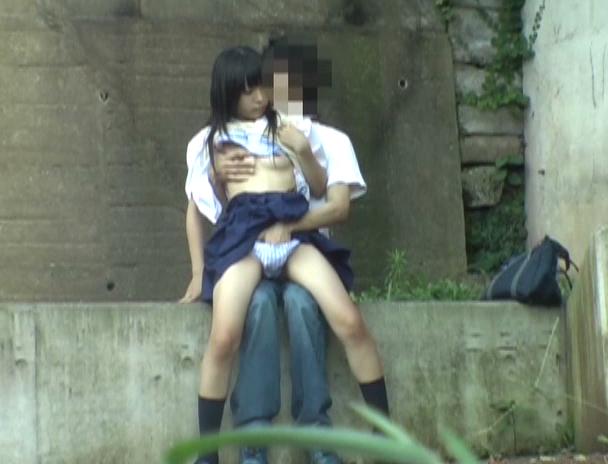 逮捕覚悟で野外セックスするカップルたち激写されるwwwwwwwww(画像あり)・6枚目