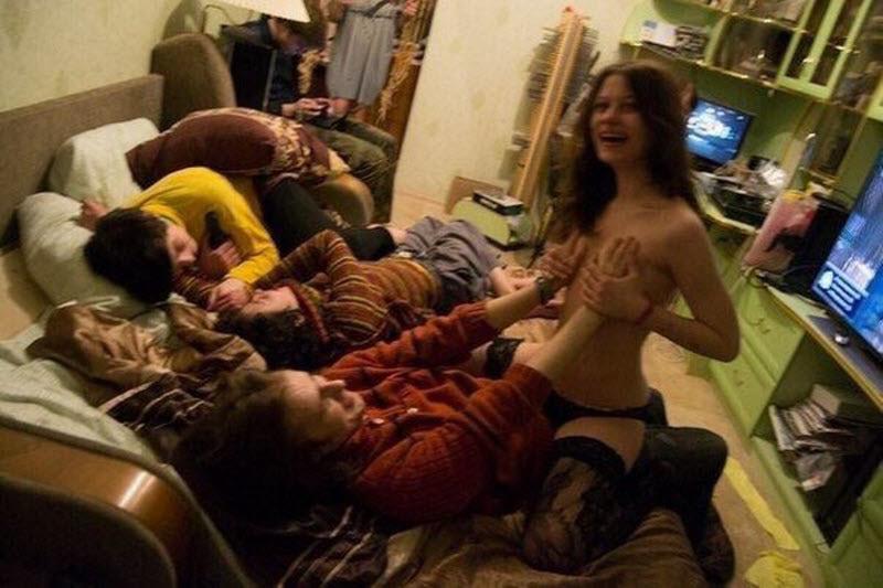 酔いつぶれた女エロすぎ。これはヤるわ。。。(画像33枚)・8枚目