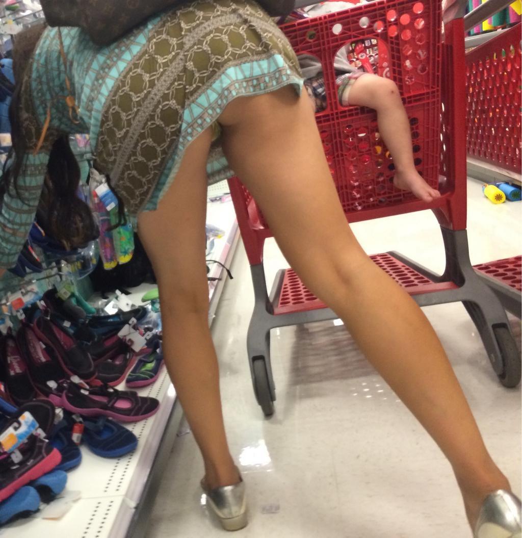 際スーパーで挑発してくるパンチラ女、、思ったよりイける。(28名)・9枚目