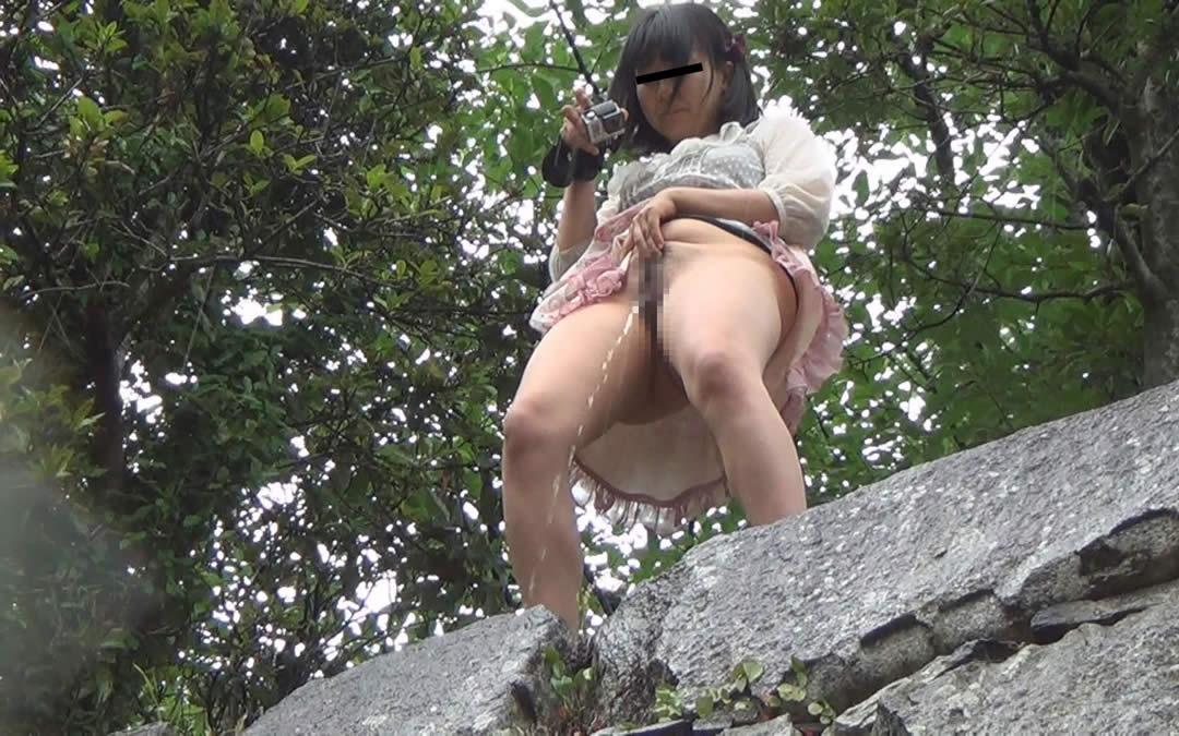 これ見て殺意抱くの俺だけ?高所からふざけで立ちションしてる娘たち・・・(画像20枚)・9枚目