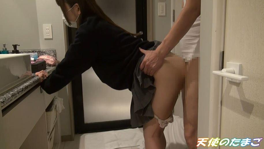 【援○】簡単に股を開いちゃう制服まんさんのエロ動画。。これイイわwwwww・21枚目