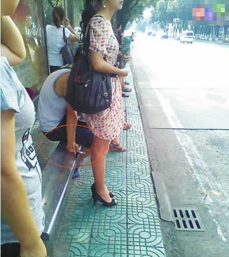 街中で隠し撮りされた女さん、盗撮魔と共にネットに晒される・・・(24枚)・13枚目