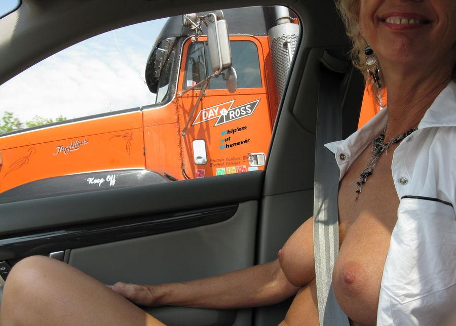 渋滞中のヘンタイ女の過ごし方をご覧くださいwwwww(画像あり)・16枚目
