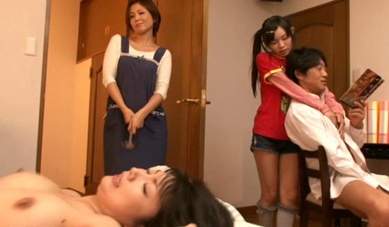 【家庭内】母姉妹のまんこを性欲処理してるマジキチ画像wwwww(画像あり)・17枚目