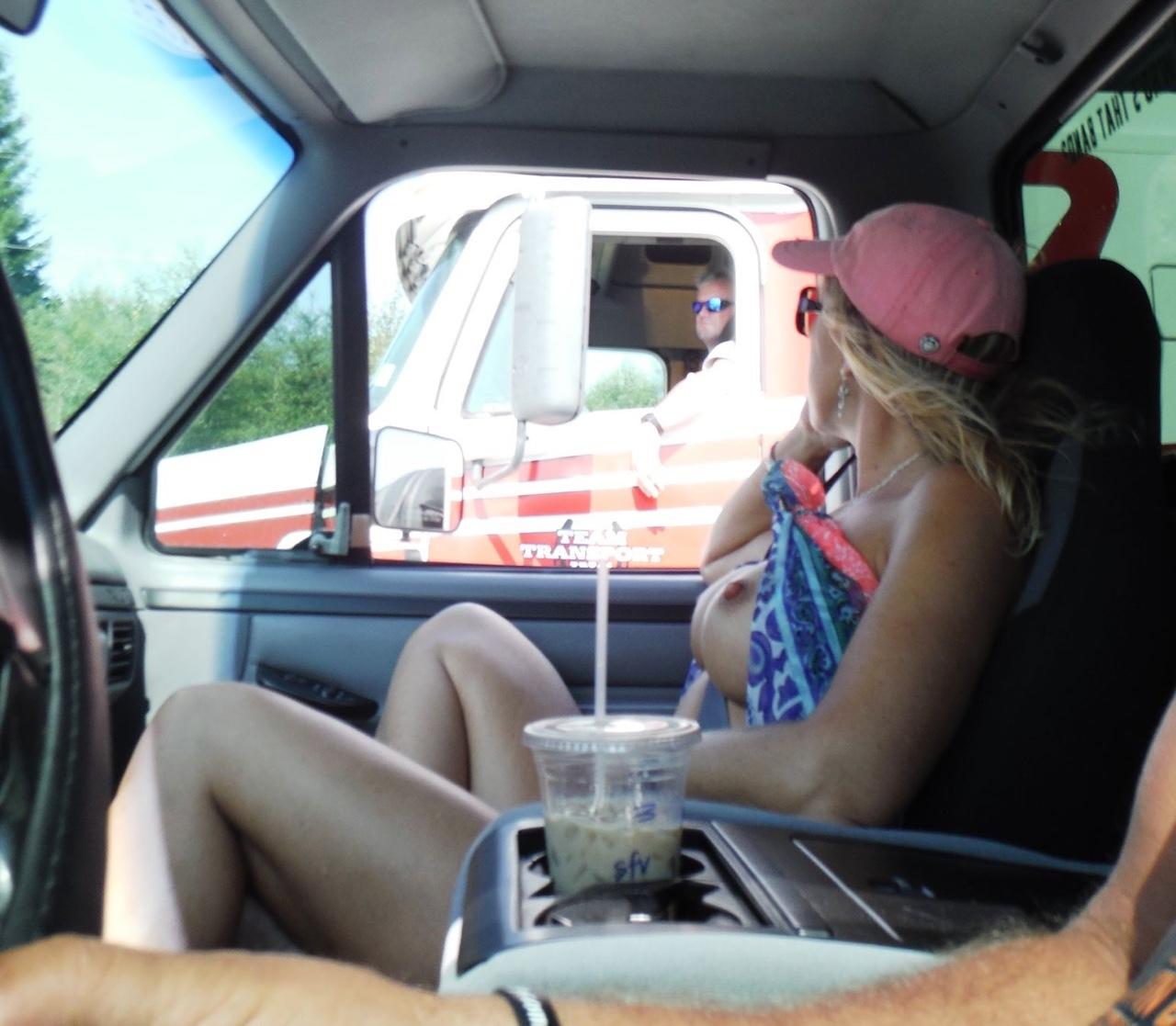 渋滞中のヘンタイ女の過ごし方をご覧くださいwwwww(画像あり)・2枚目