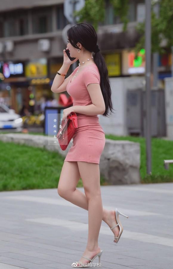 街中で隠し撮りされた女さんのオッパイが暴力的なくらい凄すぎる件についてwww(画像29枚)・21枚目
