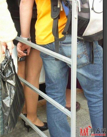 街中で隠し撮りされた女さん、盗撮魔と共にネットに晒される・・・(24枚)・22枚目