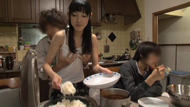 【家庭内】母姉妹のまんこを性欲処理してるマジキチ画像wwwww(画像あり)・22枚目