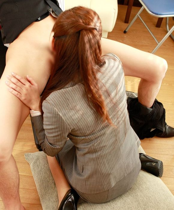 【性欲処理】男性社員の仕事がいかに捗るかよく分かるエロ画像集(29枚)・25枚目