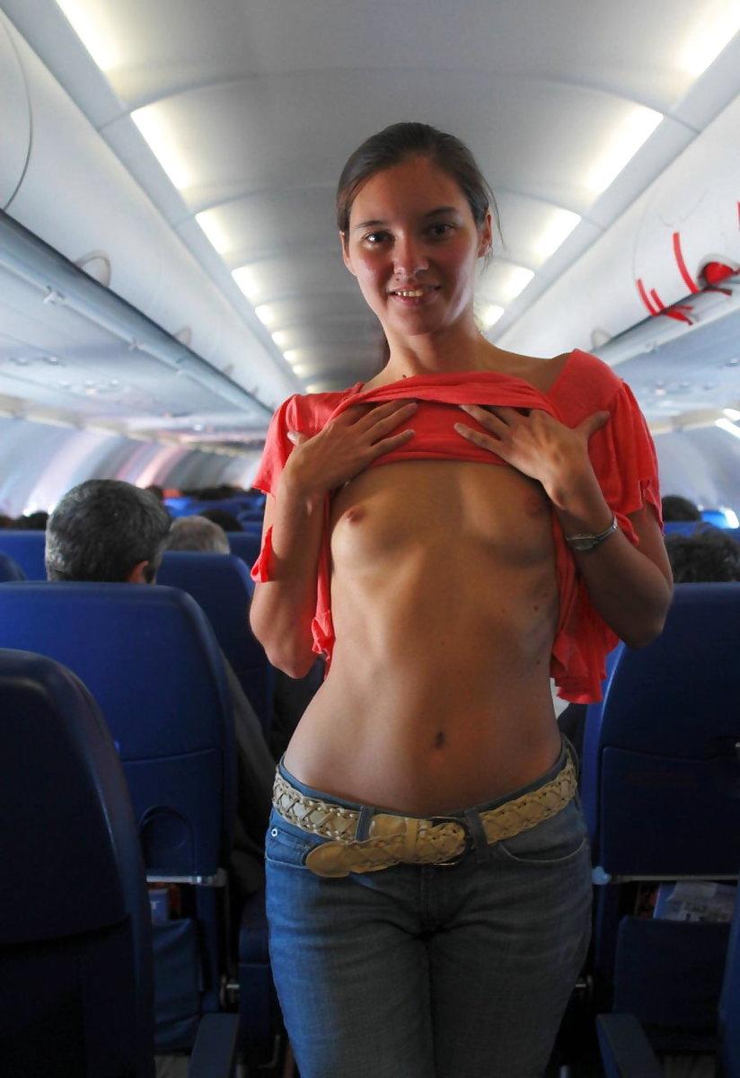 飛行機内で露出する変態外国人エロ画像・34枚目
