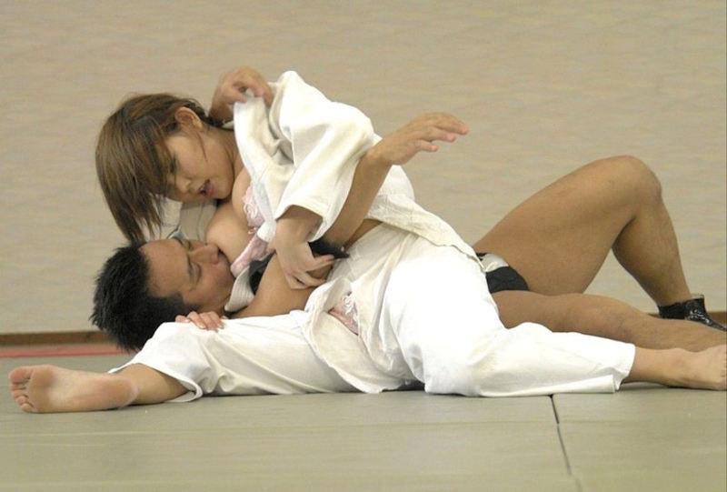 柔道で女の子の道着が肌蹴けてB地区をポロッちゃった瞬間撮ったから晒すwwwwwww(画像あり)・5枚目